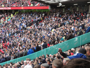 Fans von QPR in Old Trafford